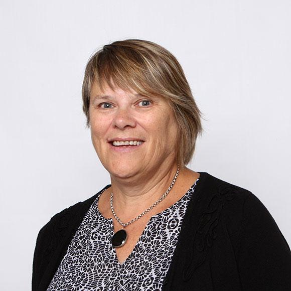 Dr. Nelly Oelke